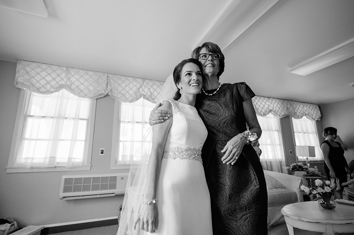 bride and mother embrace looking in mirror north chapel bridal suite