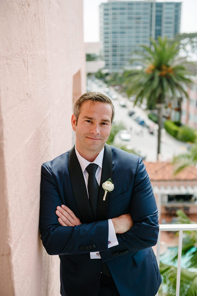 groom posing on balcony la valencia hotel wedding