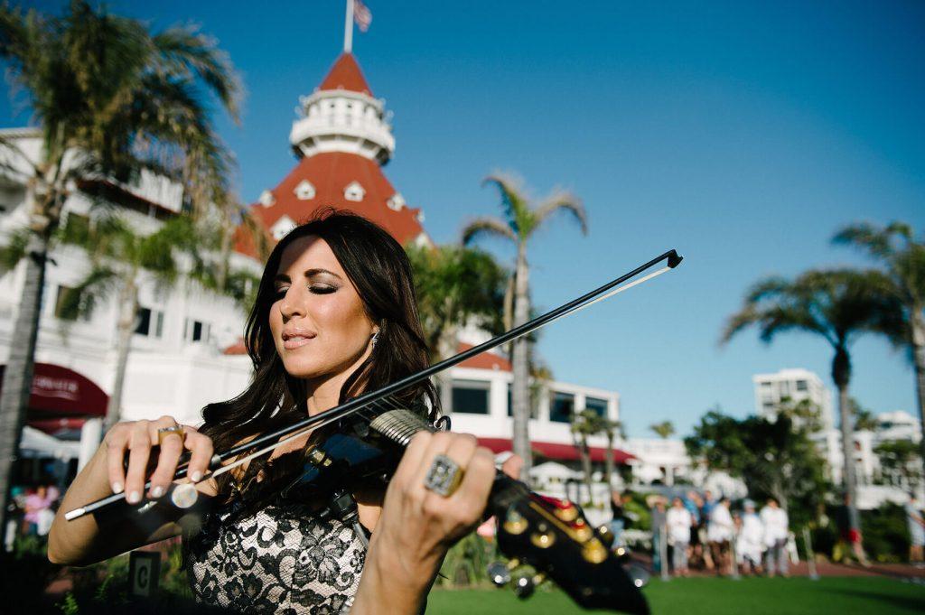 jennifer spingola playing electric violin hotel del coronado wedding